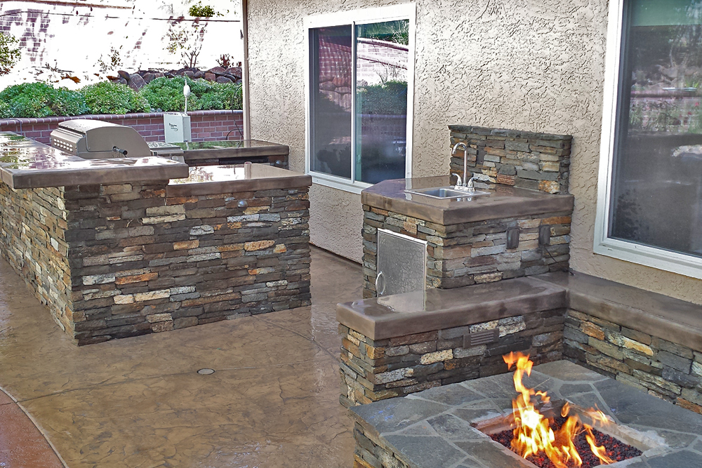 Outdoor Kitchen with a custom design and a modern twist