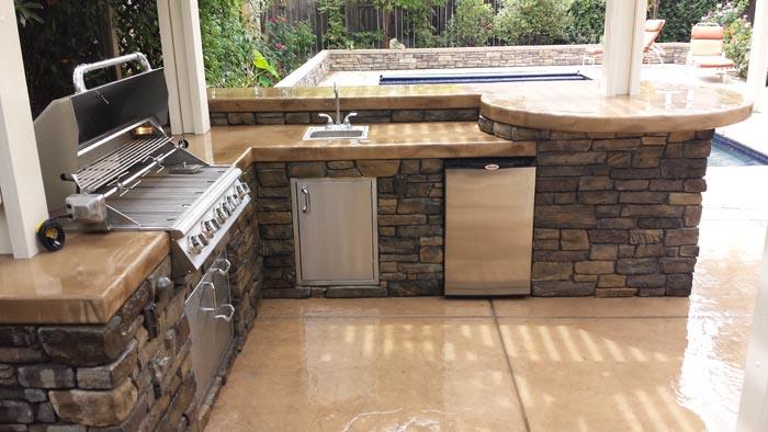 El dorado stone vanier outdoor kitchen with patio cover for Eldorado stone outdoor kitchen cabinet