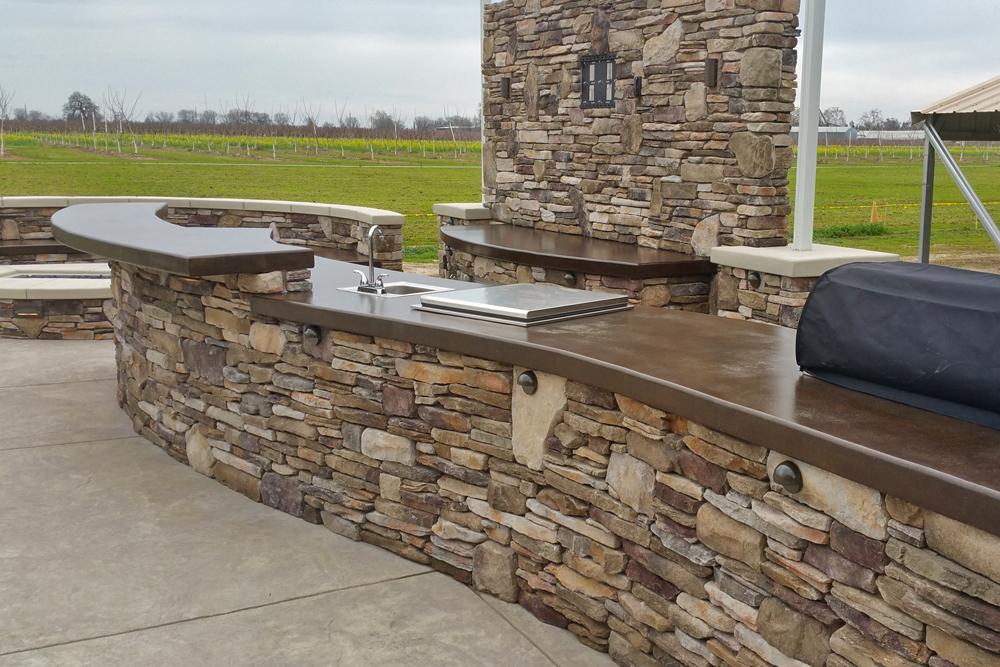 El dorado stone vanier outdoor kitchen with hardscape for Eldorado stone kitchen