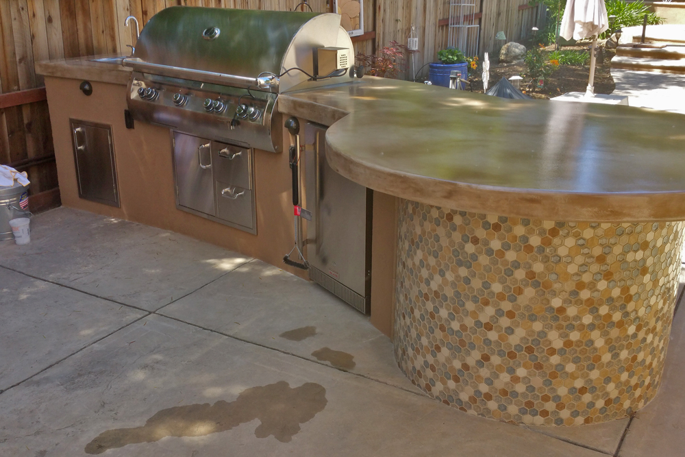 Simple Outdoor Kitchen With Attention To Tile Accent Details