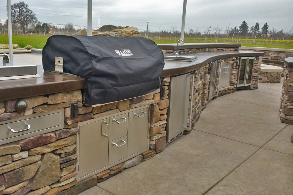 El Dorado Stone Vanier Outdoor Kitchen With Hardscape Design