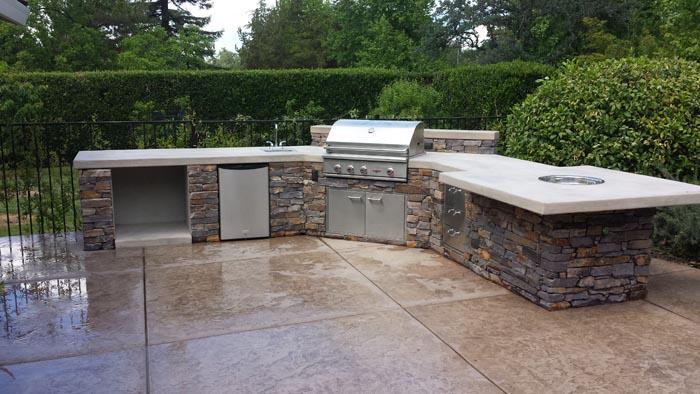 Custom And Luxury Built Outdoor Kitchen Fairfield