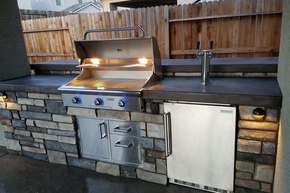 Modern Cultured Stone Outdoor Kitchen And Seating Bar In Roseville