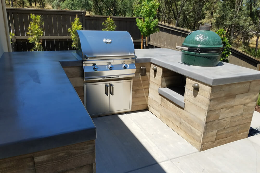Outdoor Kitchen and Fireplace Design in El Dorado Hills